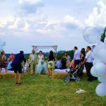 Hochzeitsfotograf auf Wiese des Kunsthaus Eigenregie