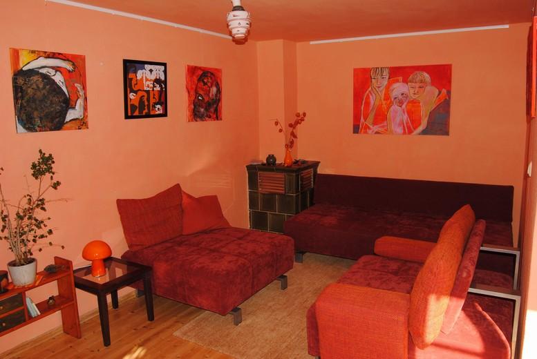 oranges Zimmer im Kunsthaus Eigenregie